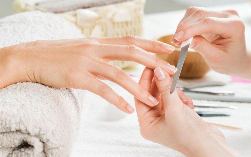 Ecco come schiarire le unghie con un rimedio naturale